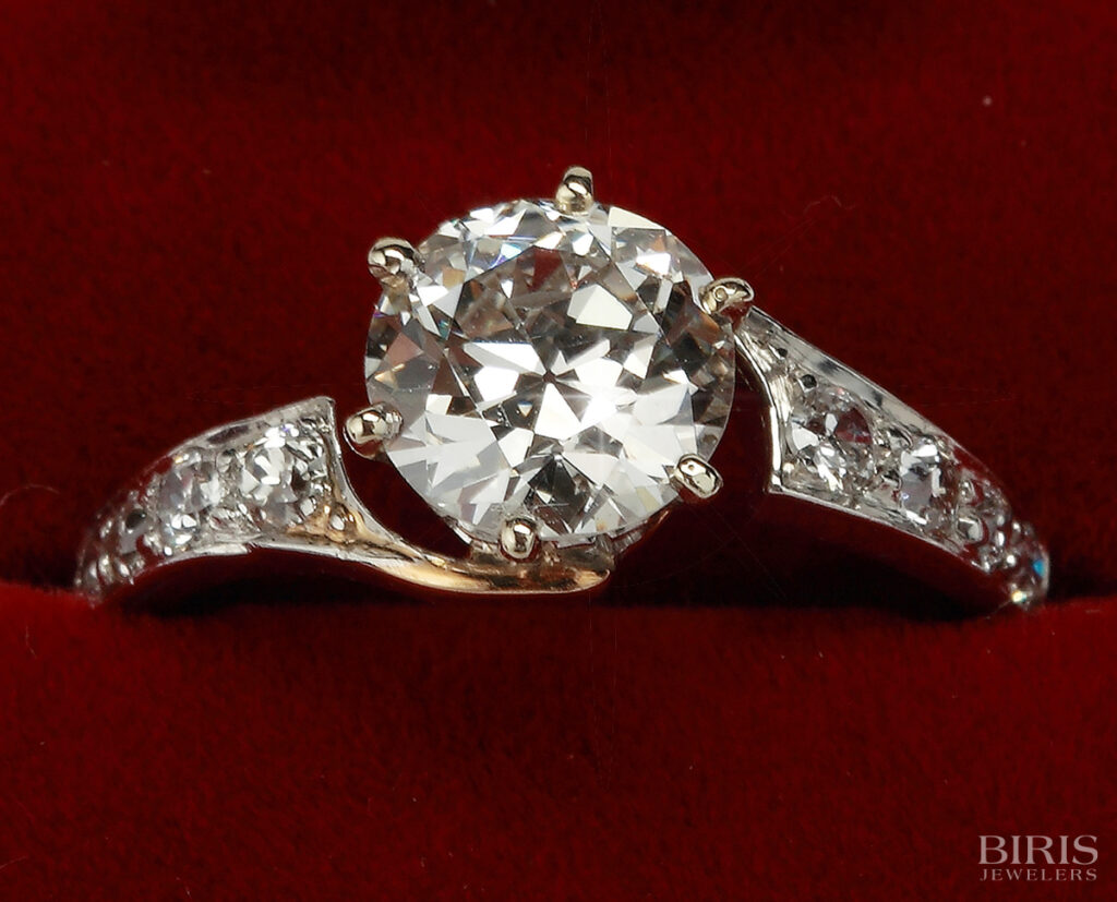 Engagement-Ring-antique-diamond-ring