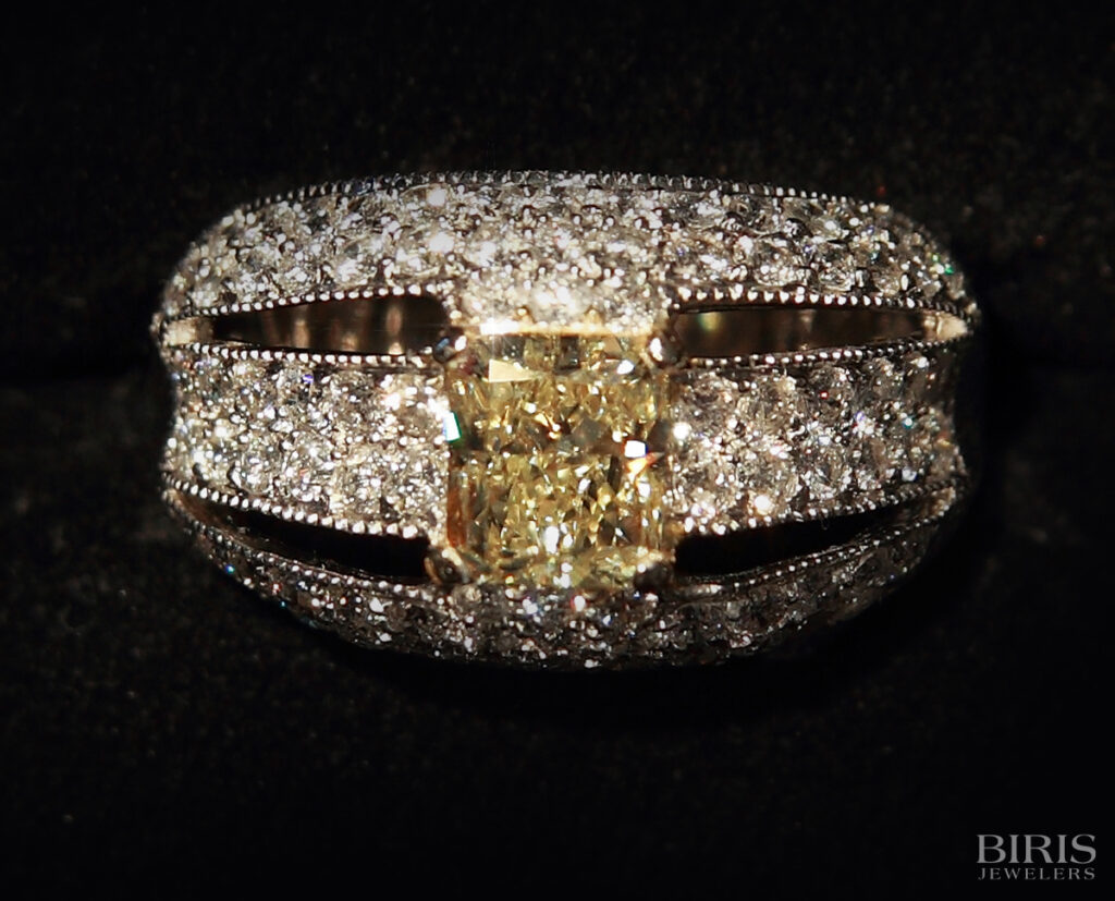 Engagement-Ring-fancy-yellow-diamond-ring