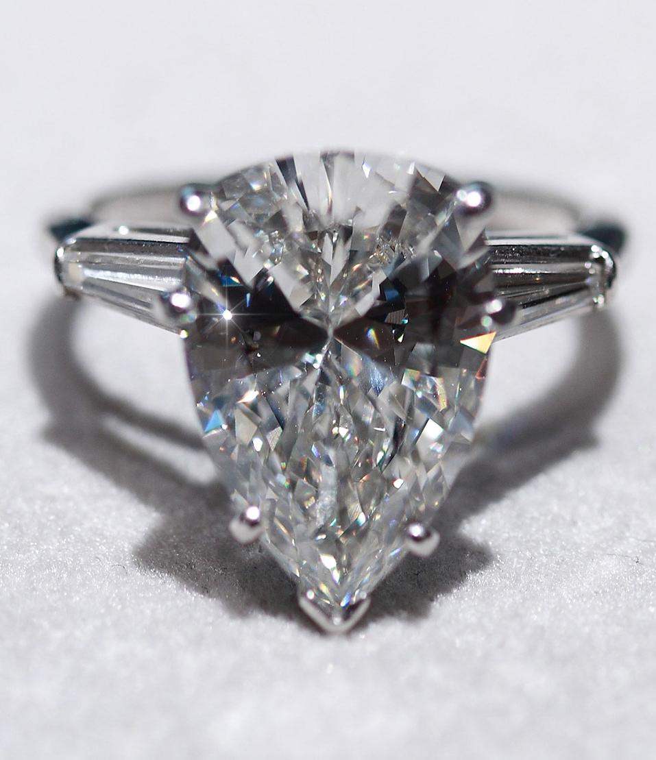 Diamond Oval Shape Engagement Rings