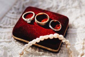 selling jewelry at biris jewelers